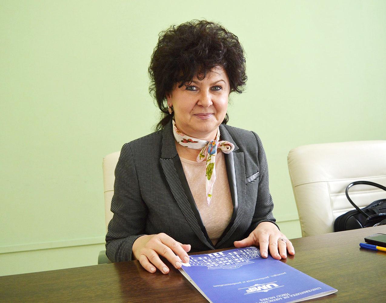 """Daniela-Lucia MUNTEAN: """"Reconsiderarea profesiei și inserția pe piața muncii a absolvenților facultății de farmacie sunt probleme care depășesc granițele țării"""""""