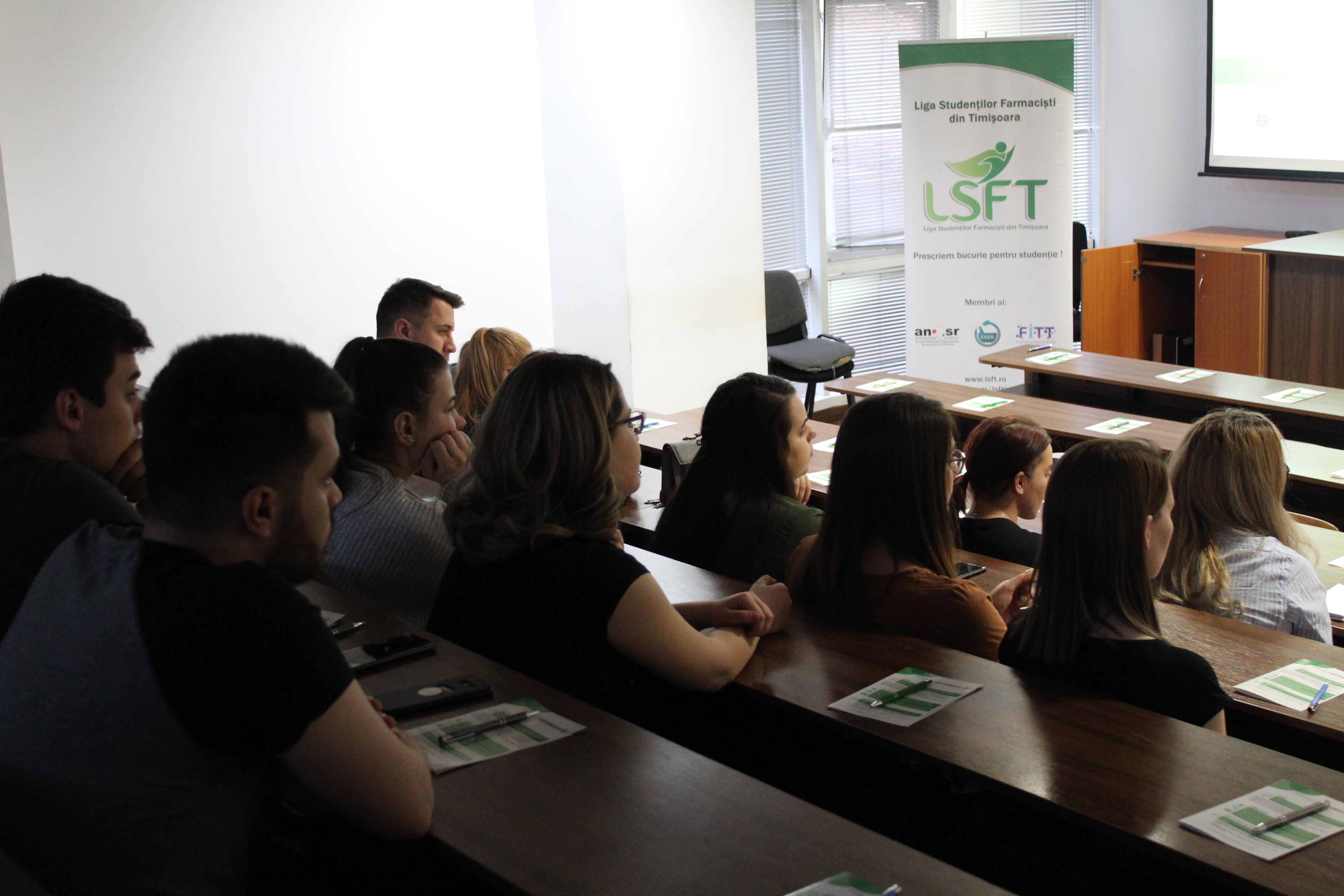 """Studenții la farmacie de la UMF """"Victor Babeș"""" din Timișoara au discutat despre oportunitățile și evoluția meseriei de farmacist, în cadrul lansării Programului Farmacia Viitorului 2019"""