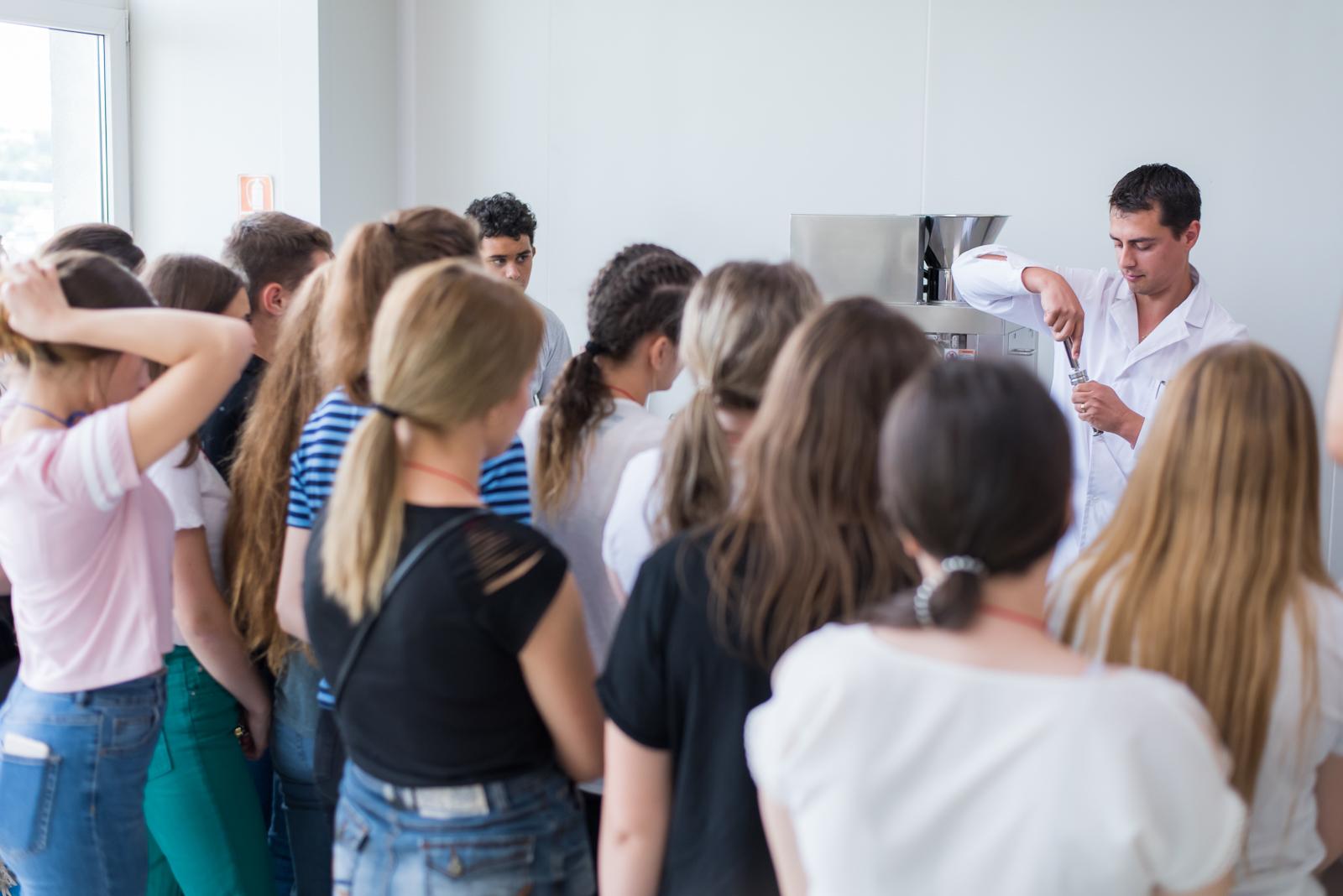 Farmaciștii din Antibiotice, fața în fată cu elevii din proiectul Alege să fii farmacist