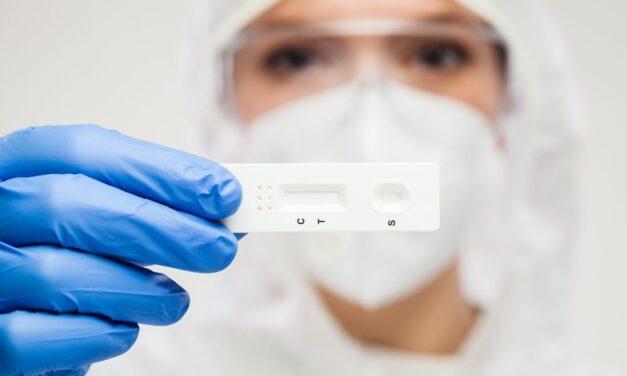 Testarea rapidă în farmacii pentru depistarea COVID-19, aprobată de Ministerul Sănătăţii