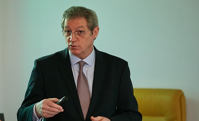 Dr. Adrian Streinu-Cercel susţine că există o întârziere de trei ani până când România ajunge să folosească un nou medicament